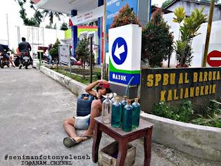 Viral Foto Jual Bensin Eceran Depan SPBU