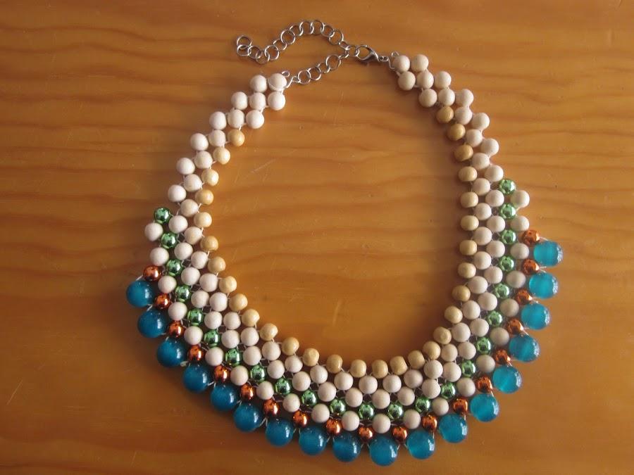 http://decoratetumisma.blogspot.com.es/2013/05/explicacion-de-como-hacernos-un-collar_13.html