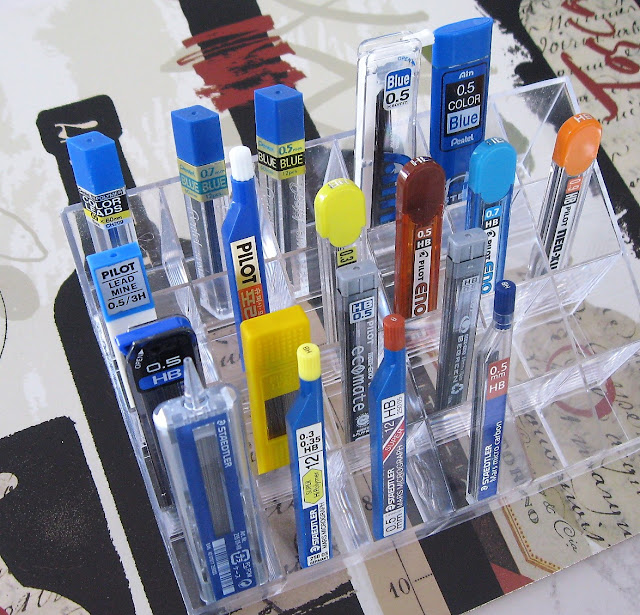 mechanical pencil lead display