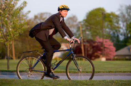 El ciclismo urbano consiste en la utilización de la bicicleta como medio de  transporte urbano 4fec1074a3d