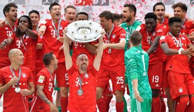 jugadores del bayern munich celebrando el séptimo titulo de bundesliga