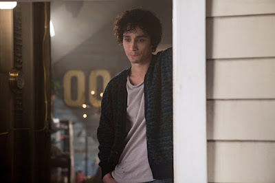 """Movie still for the thriller """"Bad Samaritan"""" (2018) where Robert Sheehan leans against a doorway and thinks"""