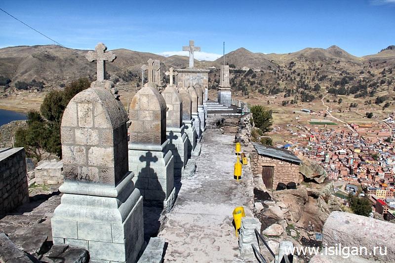 Гора Серра Кальварио (Cerro Calvario). Город Копакабана. БоливияГора Серра Кальварио (Cerro Calvario). Город Копакабана. Боливия