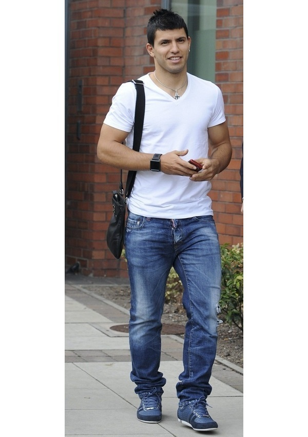 celebrity heights how tall are celebrities heights of celebrities how tall is sergio aguero. Black Bedroom Furniture Sets. Home Design Ideas
