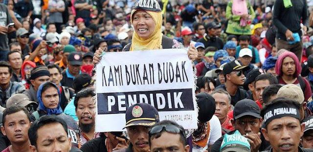 Nasib Guru Honorer di Indonesia, Memprihatinkan!