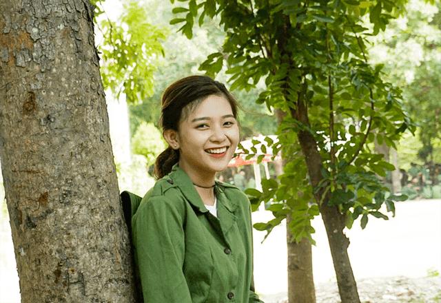 Bức ảnh nữ sinh xinh đẹp đi học quân sự khiến bao chàng say đắm - Ảnh 6