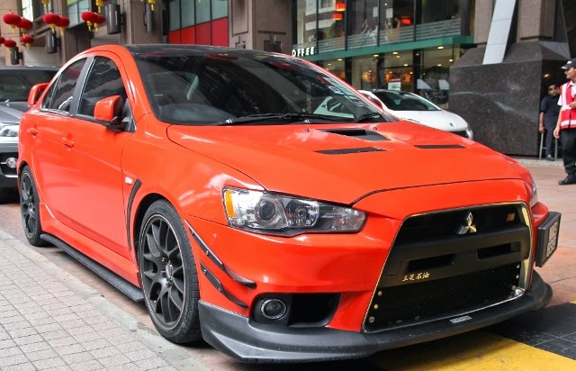 Modifikasi Mobil Mitsubishi Lancer evo 8