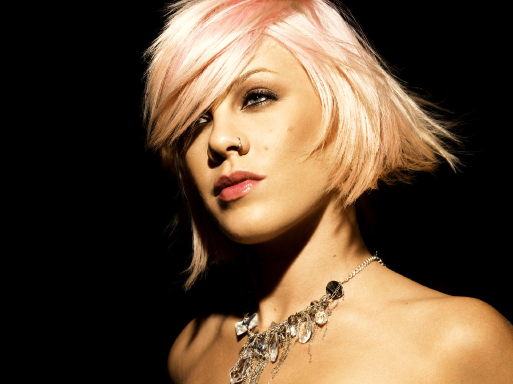 Pinks Hairstyles: G C W: Pink Singer Hot Wallpapers