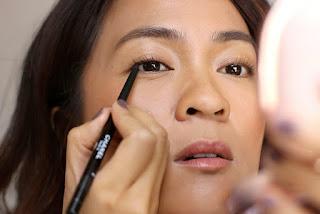 11 Merk Eyeliner Pensil Waterproof, Smudgeproof yang Bagus Untuk Pemula