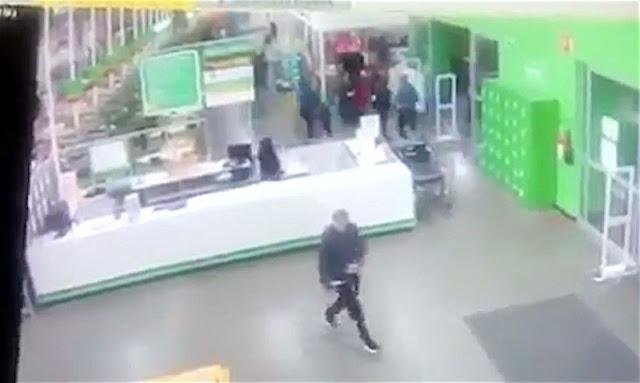 (VIDEO) Cámaras graban asalto de hombres armados a Bodega Aurrerá