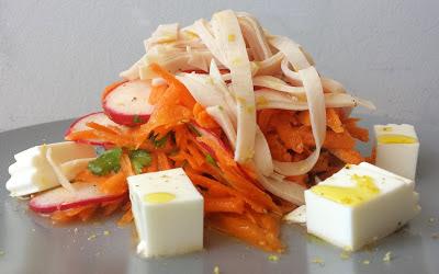 http://www.sergiorecetas.com/2017/01/ensalada-de-zanahoria-rallada-con-queso-fresco-y-pavo.html