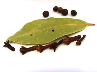 Daun bay (bay leaf)