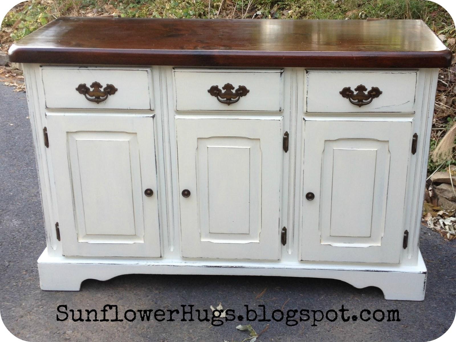 Greatest SunflowerHugs: White Hutch HS57