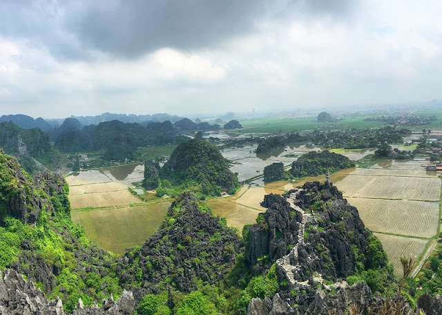 24 hours drop in the nature along the river Ninh Binh
