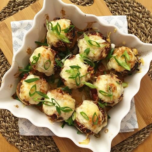 gefüllte Backofen-Champignons mit Salsiccia-Aprikosen-Sugo