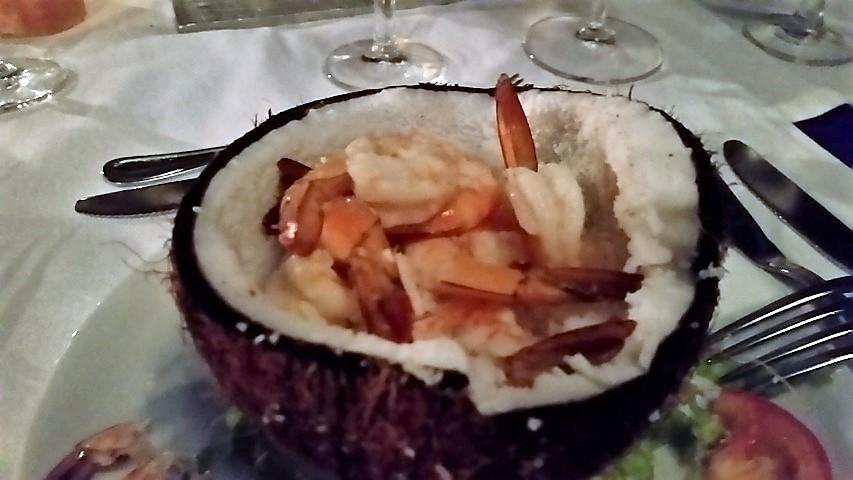 Ristorante Pily Pily cocktail di gamberi su noce di cocco
