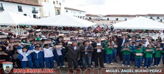 Niños de Villa de Leyva reciben las primeras mil tabletas | Rosarienses, Villa del Rosario