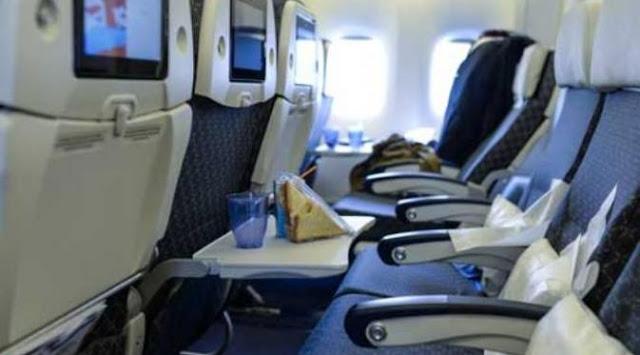 meja tempat makan di pesawat yang merupakan tempat terkotor