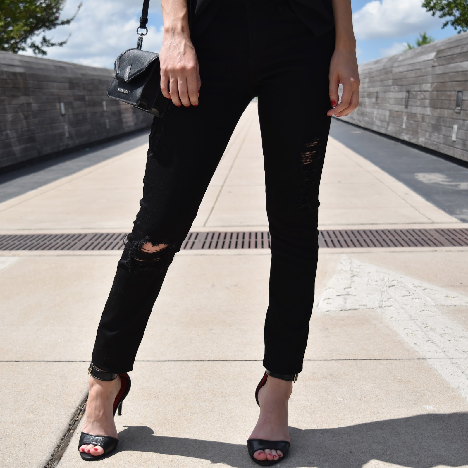 Women's Articles of Society 'Sarah' Skinny Jeans (Black Cast)