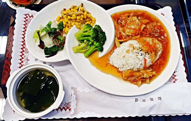 素食羅漢燴飯、紫菜湯