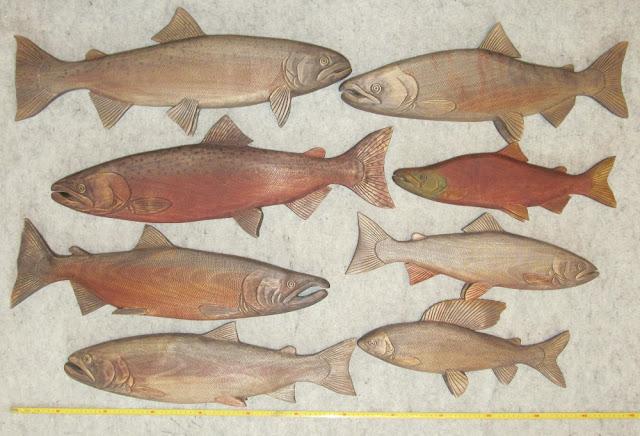 резные деревянные рыбы