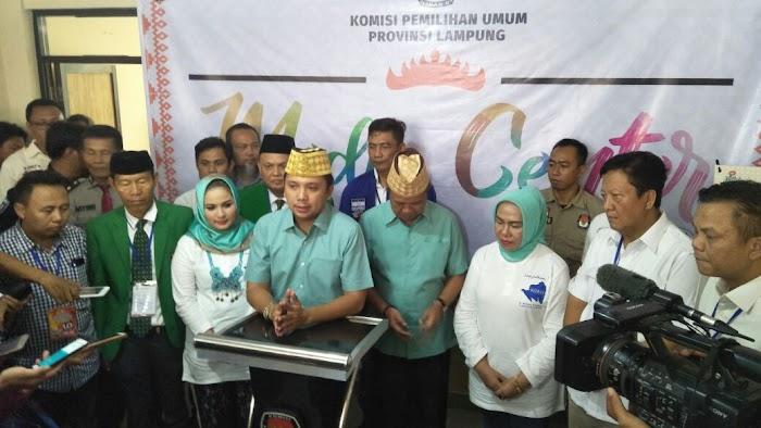 Ribuan Masyarakat Dari Seluruh Elmen Menghantarkan Ridho - Bachtiar Ke KPU