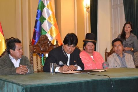 Morales envía a la ALP proyecto que crea bono de Bs 250 para discapacitados y espacios laborales