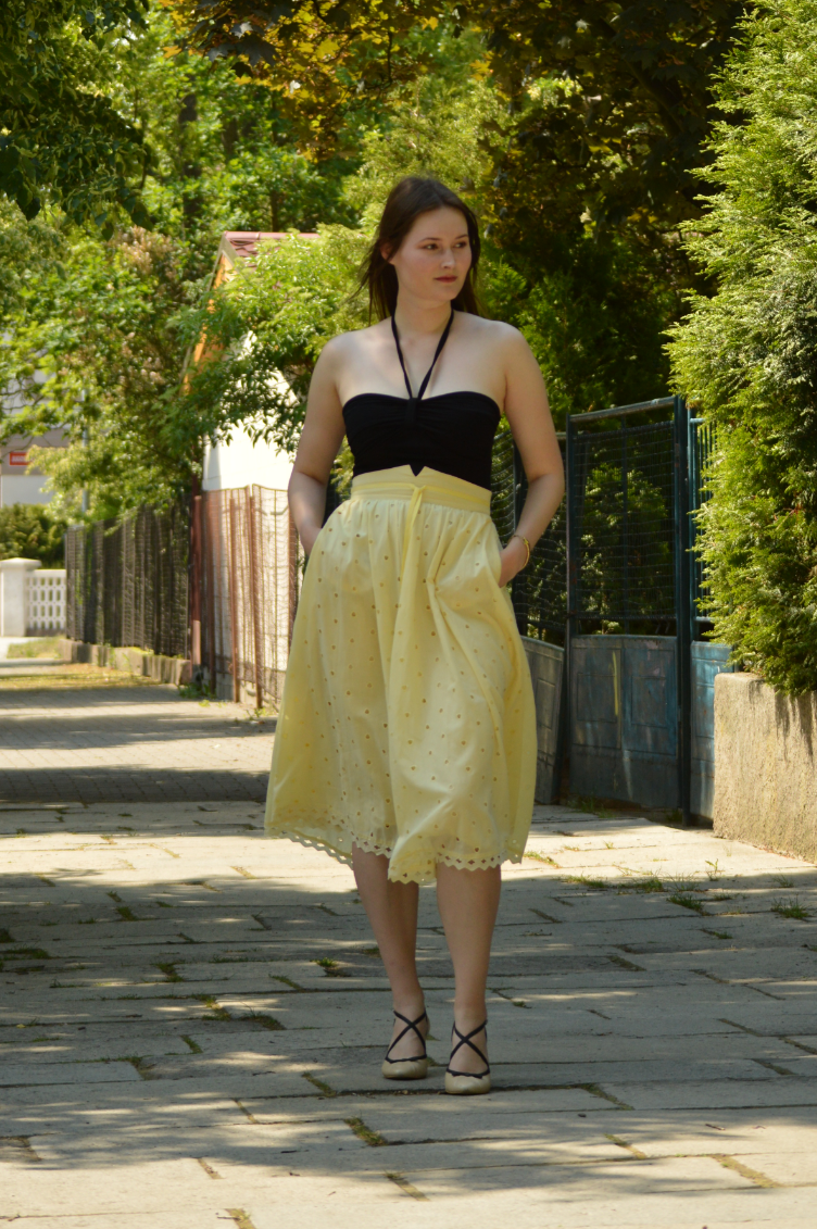 georgiana quaint, summer outfit, video lookbook, vintage skirt, italian vibe outfit