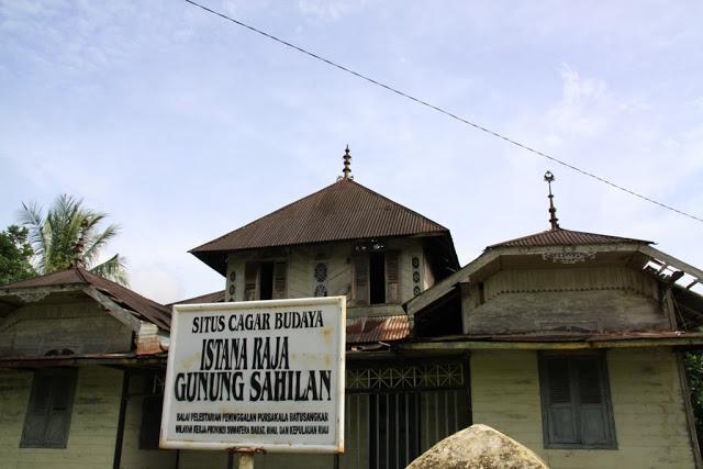 yaitu sebuah nama Kecamatan di Kabupaten Kampar Istana Kerajaan Darussalam Yang Penuh Misteri