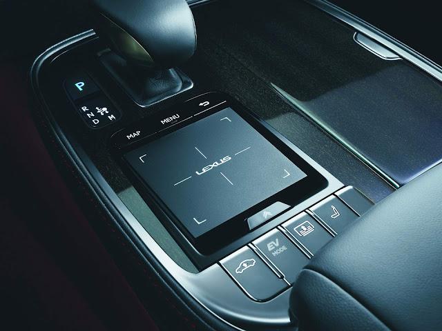 Lexus LS 500h 2019 - interior