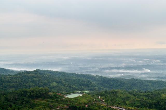 Embung Nglanggeran terlihat dari gunung api purba Nglanggeran ©Jelajahsuwanto