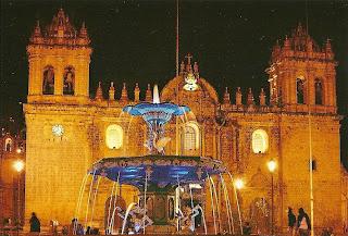 Vista Noturna da Catedral de Cusco