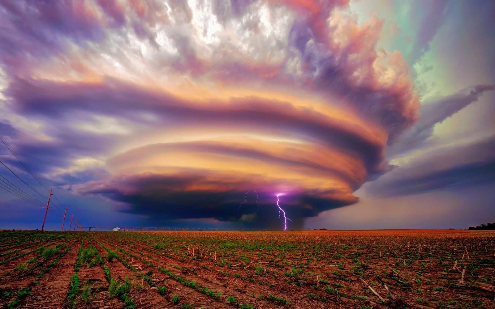 KUMPULAN GAMBAR TORNADO FENOMENA ALAM Foto Angin Topan Tornado
