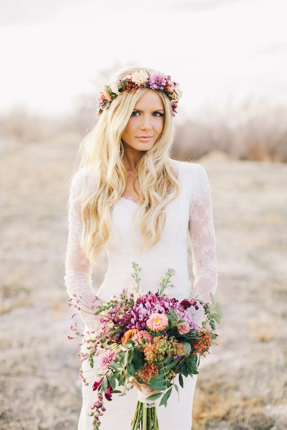 Kwiaty dpo włosów na ślub, Welon do ślubu, Panna młoda i welon,  trendy ślubne, Wianek z kwiatów zamiast welonu, Tiara lub diadem, Spinki i grzebienie na ślub, Opaski i kokardy na ślub, Woalki do ślubu, stylizacje ślubne,