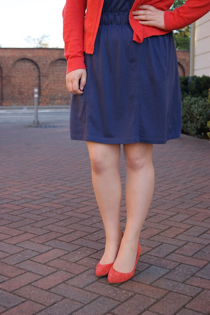 Whistles gunmetal blue grey jersey dress, Gap coral orange cardigan, Clarks orange suede pointed heels, casual, fun, workwear, Autumn