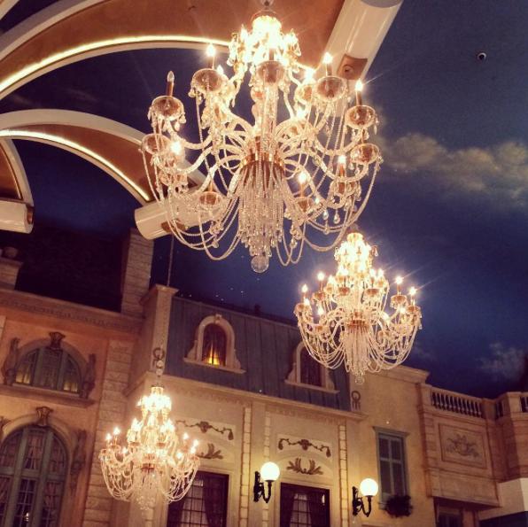paris-hotel-chandeliers