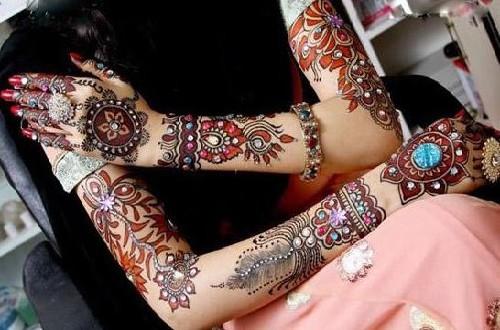 Cute Glittered Fancy Mehndi Designs 2016