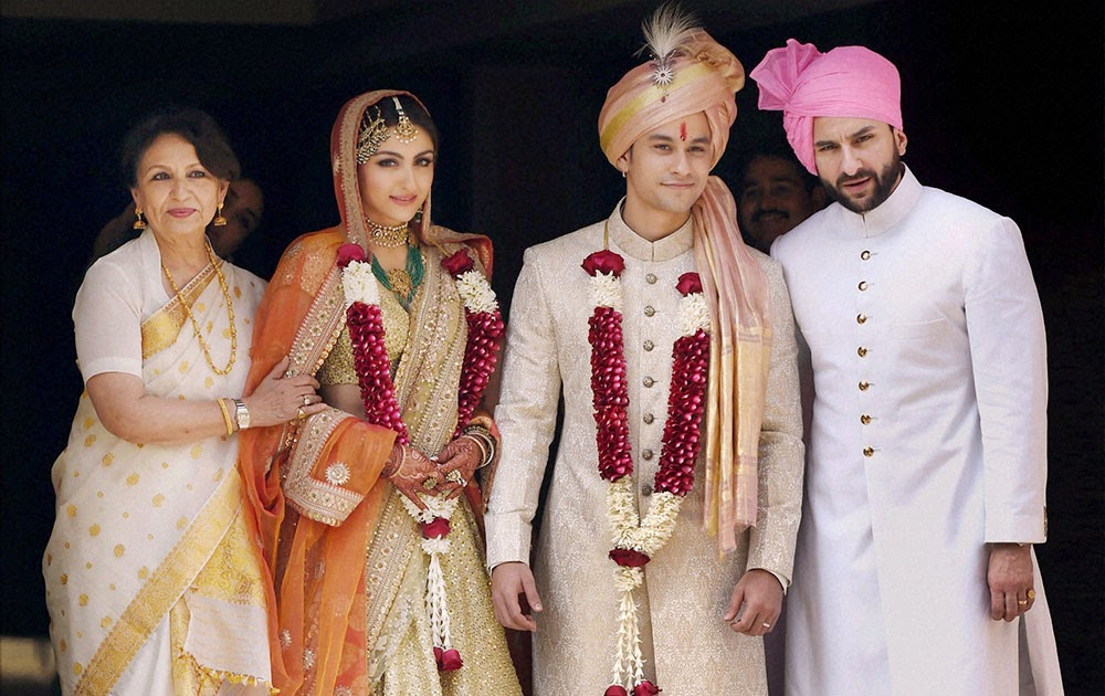 oha Ali Khan at her wedding with husband Kunal Khenu, mum Sharmila Tagore and brother Saif Ali Khan