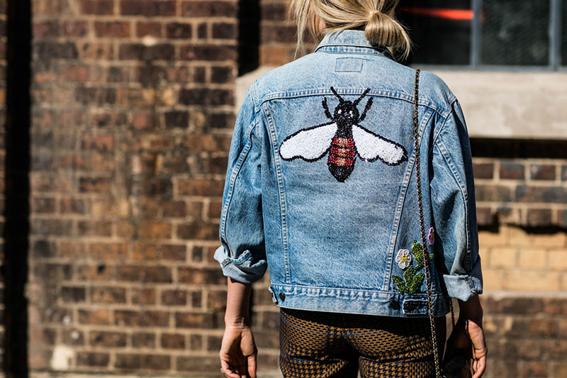 how-to-wear-denim-jacket-graphic-bugs