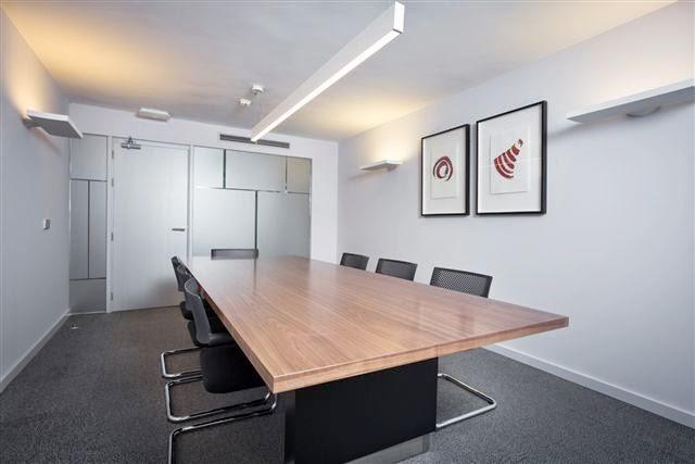 Estudio q arquitectos dise o de oficinas para banco for Banco espirito santo oficinas