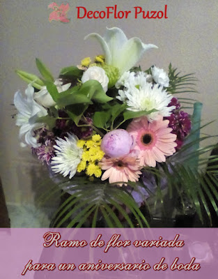 Un gran ramo de flor variada ideal para regalar en un aniversario de boda.