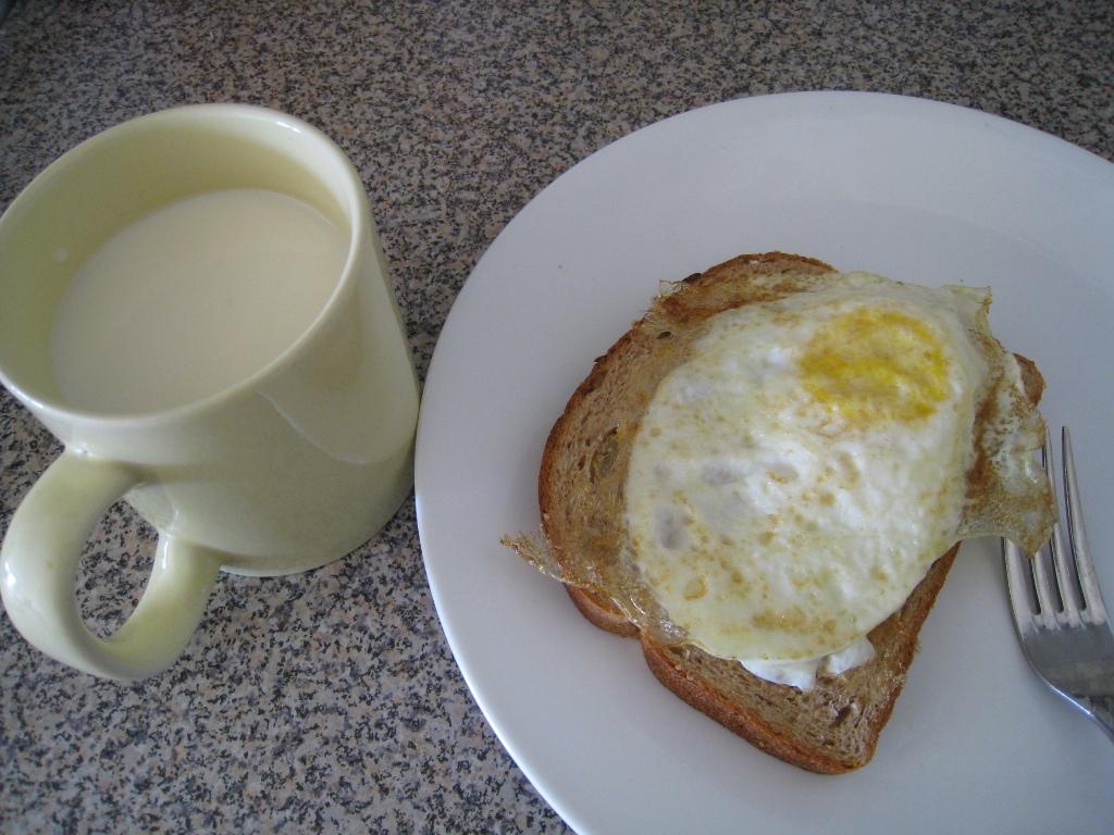 Hasil gambar untuk makan telur dan susu