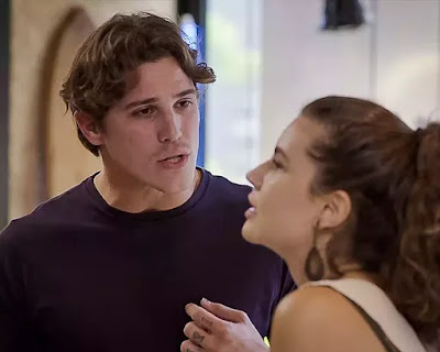 Rui (Romulo Arantes Neto) insiste no casamento de fachada e promete a Rita (Alanis Guillen)