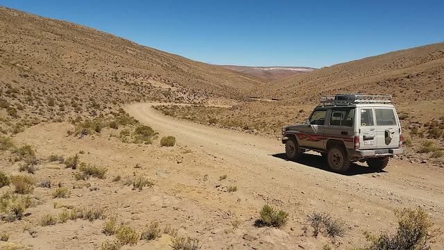Auf schmalen Wegen geht's mit dem Jeep in die Bergdörfer.