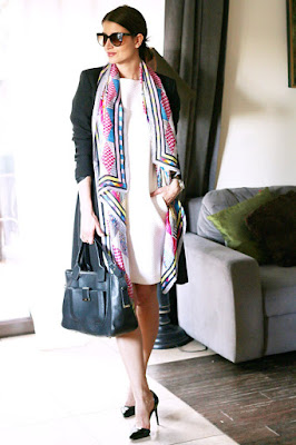 białe trampki, business casual, novamoda style, styl na wiosnę, trendy, wiosnenny styl, sneakers, snakers style, białe trampki, modne sukienki, kobiety, styl życia, biała sukienka, biker, jak nosić, moda blog, stylizacje, wiosene stylizacje, sukienka trzy stylizacje,
