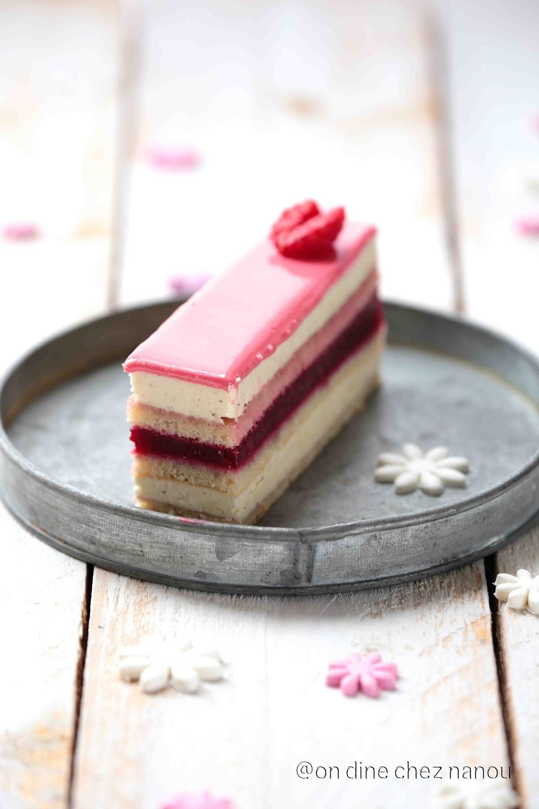 opéra, gâteau patissier , crème au beurre , framboises, dessert de fêtes