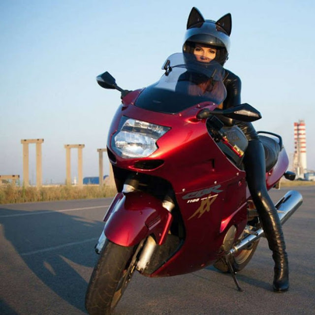 Compañía Rusa crea increíbles cascos para motociclistas con orejas y ventilación