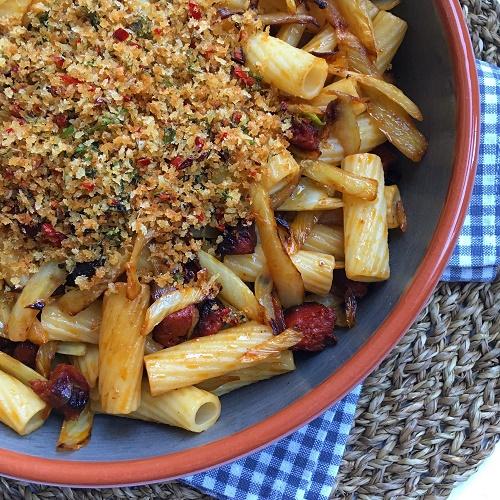 Pasta mit Chorizo, Fenchel und Chili-Knusperbrösel