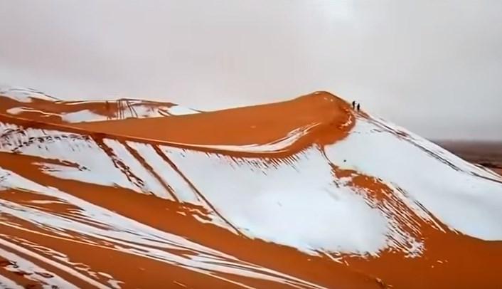 Fenomena Aneh, Bukit Salju Di Gurun Sahara Yang Kering