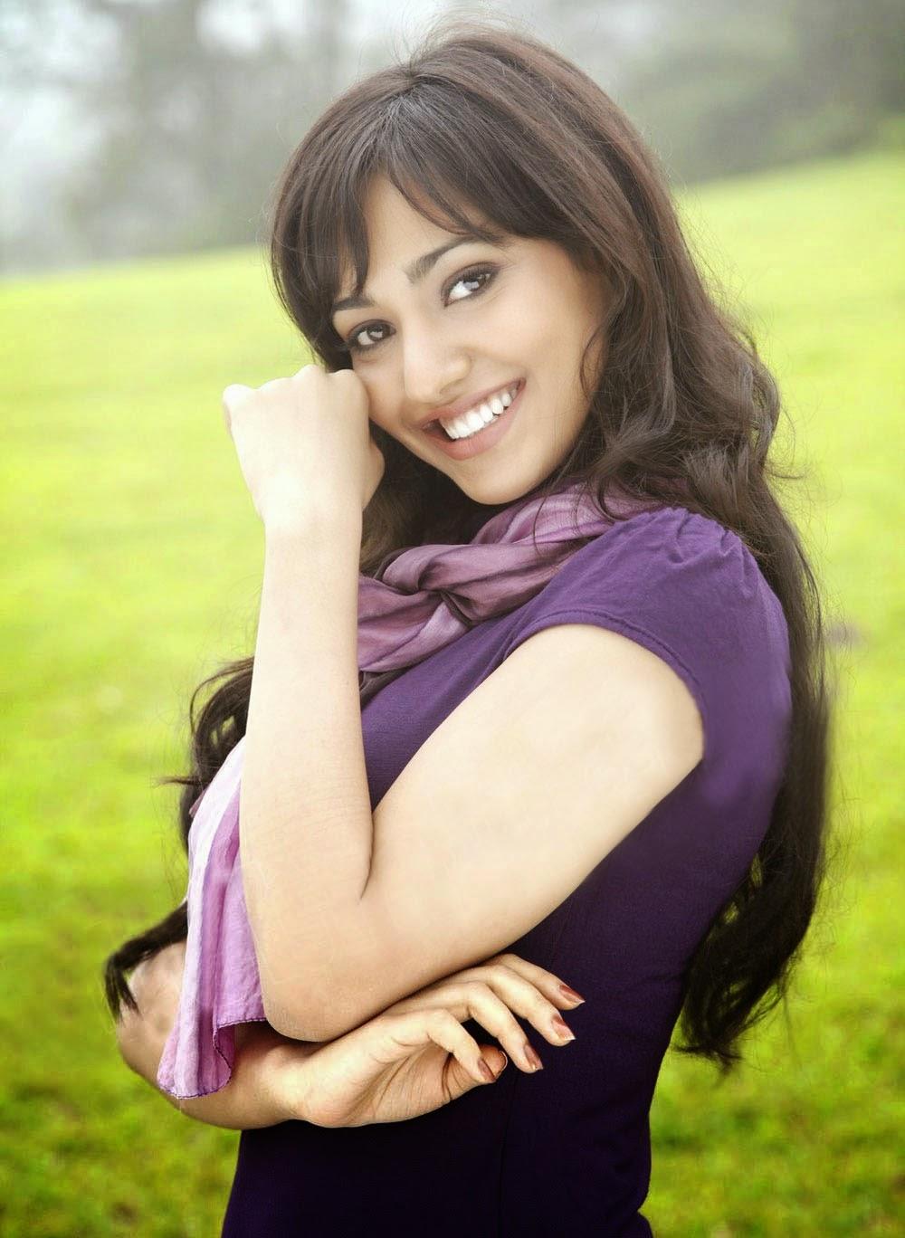 Actress Neha Sharma Hot Photo Gallery - Cap-2557